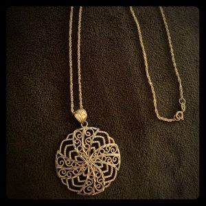 Jewelry - 10k yellow gold necklace & pendant radial design